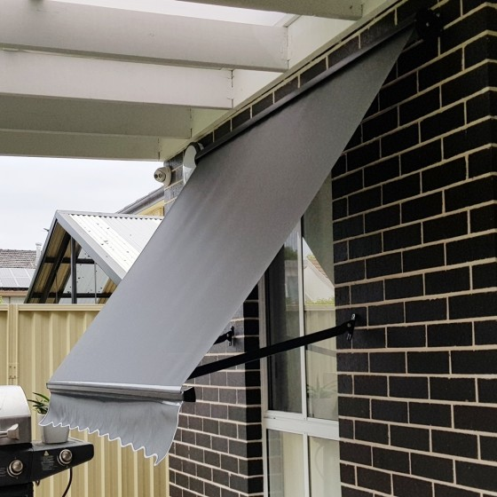 Sunscreen Pivot Arm Awning with Aluminium Hood